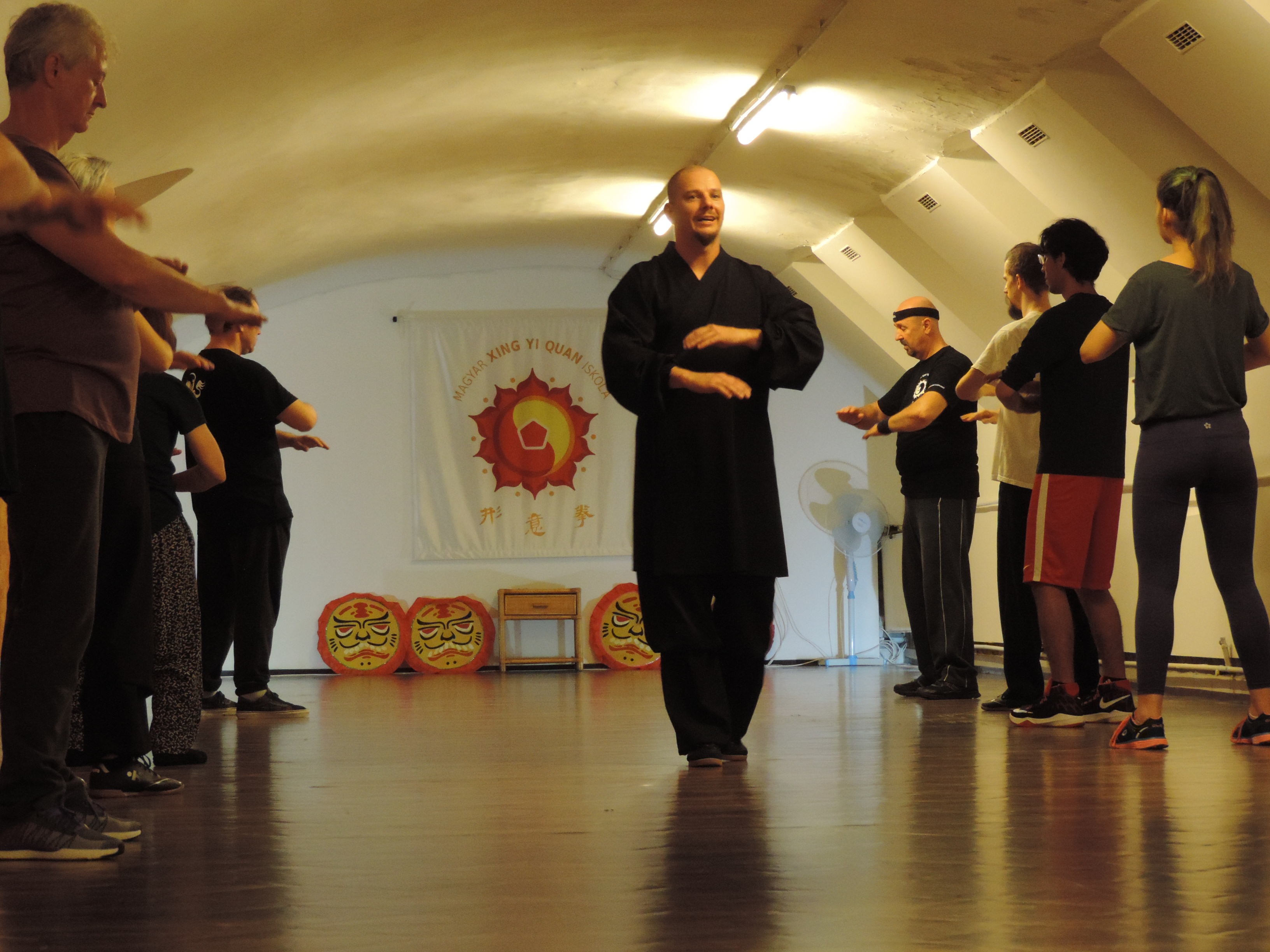 Edzés a nagyteremben - Jáde Sárkány Mozgásközpont